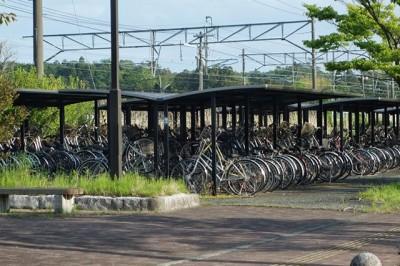 常磐線小高駅前(南相馬市)自転車がそのまま残される