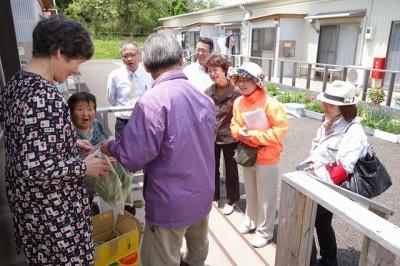 松川第2仮設住宅にて。「帰りたい、寂しい」