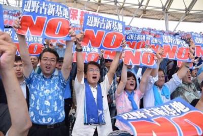 集会に参加した田村貴昭、真島省三両衆院議員と、いせだ良子参院比例候補