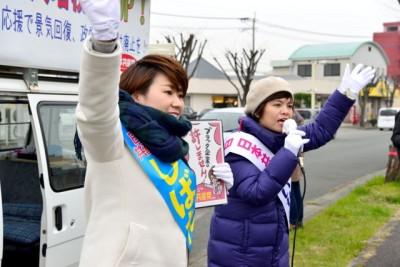 201街頭演説する(右から)いせだ参院比例候補、しばた福岡選挙区候補