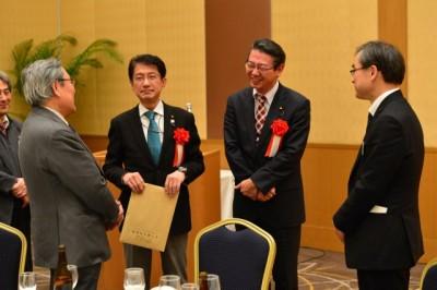 福岡県弁政連が集い 真島・田村議員があいさつ